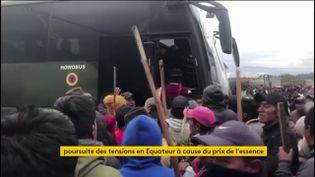 Des habitants de l'Equateur manifestent contre la hausse du prix des carburants (FRANCEINFO)