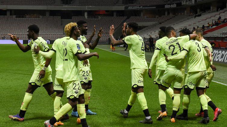 La joie des Dijonnais qui signent leur première victoire de la saison à Nice ! (NICOLAS TUCAT / AFP)