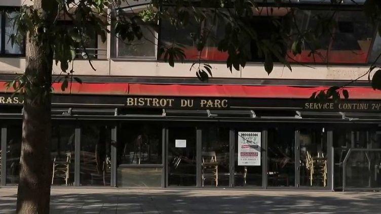 Paris : polémique autour d'une redevance pour les terrasses éphémères (France 2)