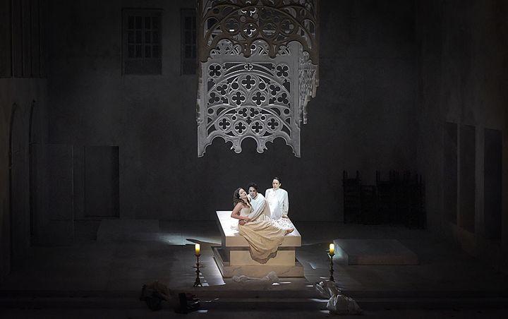 Philippe Talbot (Comte Ory), Julie Fuchs (la Comtesse), Gaëlle Arquez (Isolier)  (Vincent Pontet/Opéra Comique)
