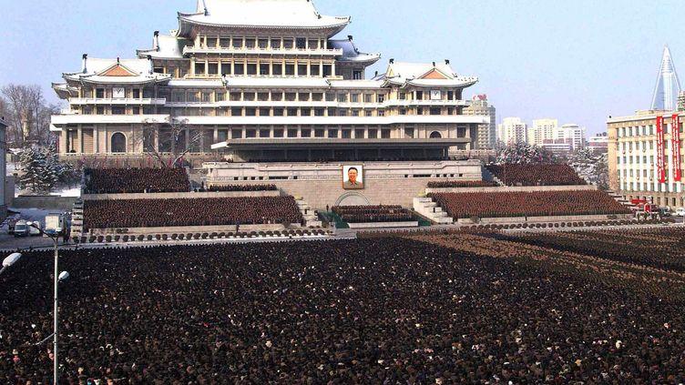 Dernière cérémonie d'adieu au dirigeant Kim Jong-il à l'issue de 13 jours de deuil àPyongyang (Corée du Nord) le 29 décembre 2011. (KNS /AFP)