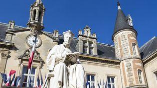 Devant l'hôtel de ville de Melun (Seine-et-Marne), le 2 septembre 2013. (ESCUDERO PATRICK / HEMIS.FR / AFP)