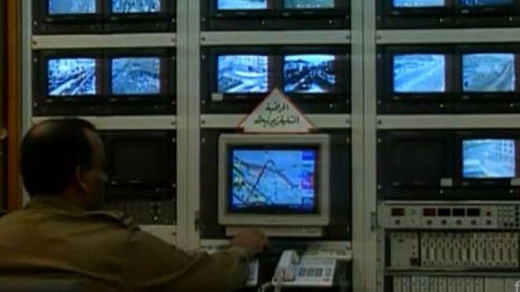 La vidéosurveillance filmée à La Mecque (Arabie saoudite), pour un documentaire diffusé le 16 avril 1997 sur Antenne 2. (PHILIPPE ROCHOT / ANTENNE 2 / ARTE GEIE)