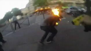 Un jeune homme a été blessé en juillet 2013, place de la Nation à Paris, après avoir été aspergé de gaz lacrymogèneet visé par un Taser par des policiers. (DR)
