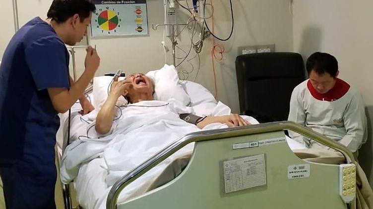 L'ancien président péruvien Alberto Fujimori sur son lit d'hôpital, le 3 octobre 2018,à Lima au Pérou. (FAMILY HANDOUT / AFP)