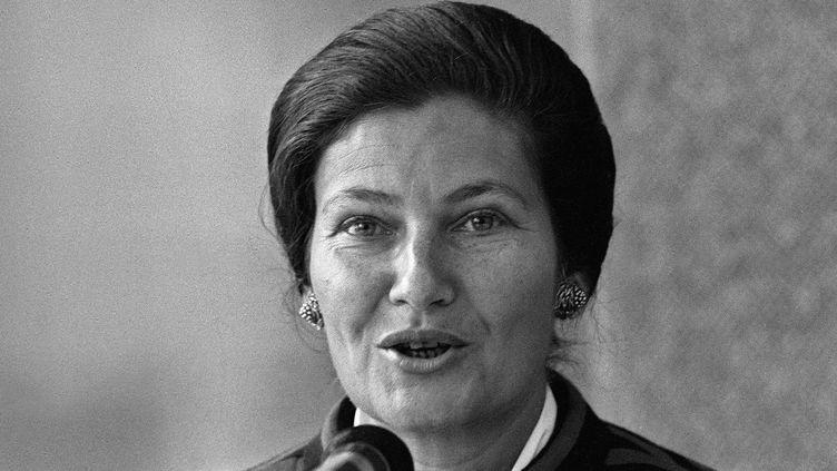 L'anciennce ministre de la Santé Simone Veil, lors d'un discours contre le tabac en 1975.  (AFP)