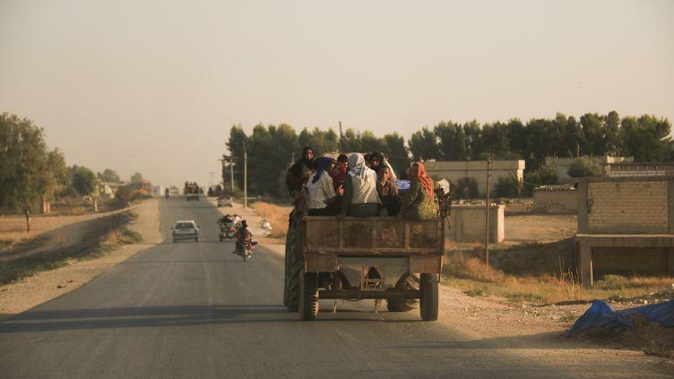 Des civils syriens fuient l'offensive turque contre les forces kurdes, le 9 octobre 2019. (BADERKHAN AHMAD/AP/SIPA)