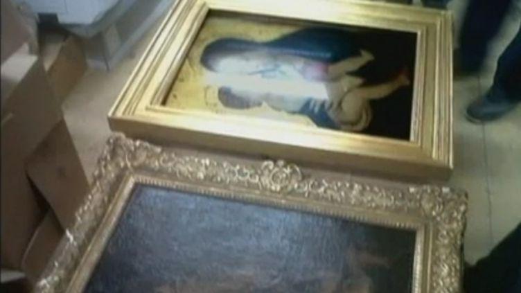Aperçu de deux des quatre tableaux restitués au musée des Beaux-arts d'Ajaccio, le 4 mai 2012. (FRANCE 2 / FTVI)