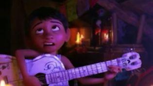 Un nouveau film d'animation signé Disney Pixar va sortir. « Coco », raconte l'histoire d'un enfant mexicain rêvant de devenir musicien. Un film touchant aux thématiques particulières. (France 2)