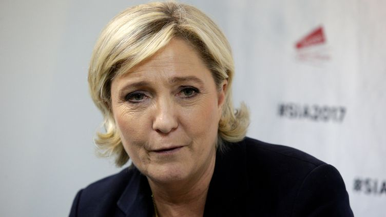 Marine Le Pen visite le Salon de l'agriculture, le 28 février 2017 à Paris. (GEOFFROY VAN DER HASSELT / AFP)