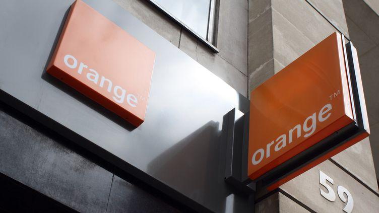 Le sigle d'une boutique Orange à Paris, le 19 juillet 2012. (ANA AREVALO / AFP)
