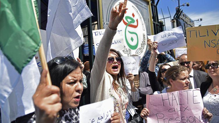 Manifestation des employés de la télévision d'Etat contre la censure à Alger, le 15 avril 2019. (RYAD KRAMDI / AFP)