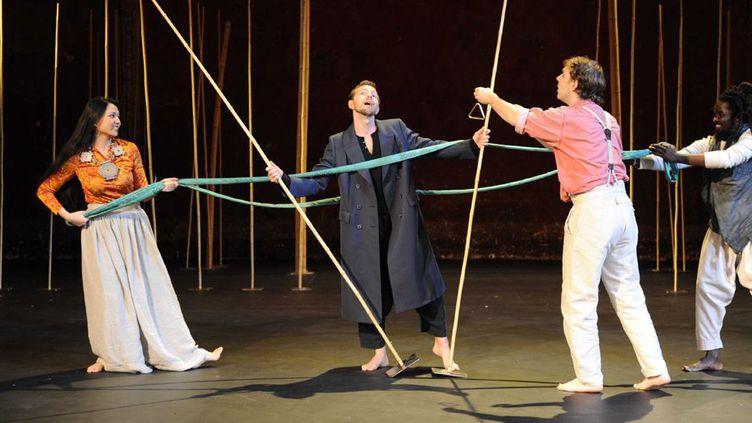 """Le filage de la production """"Une Flûte enchantée"""" de Mozart, par Peter Brook, en novembre 2010 aux Bouffes du Nord, à Paris.  (Raymond Delalande / Sipa)"""