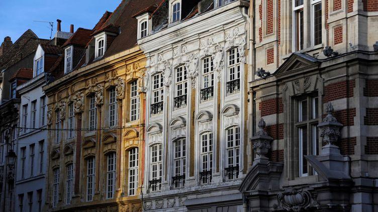 Immeubles de la rue Saint-Jacques à Lille. L'encadrement des loyers y est instauré depuis le dimanche 1er mars 2020. (DE AGOSTINI VIA GETTY IMAGES)