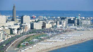 Le Havre (Seine-Maritime) sa plage et son centre-ville. (PHOTO12 / GILLES TARGAT)