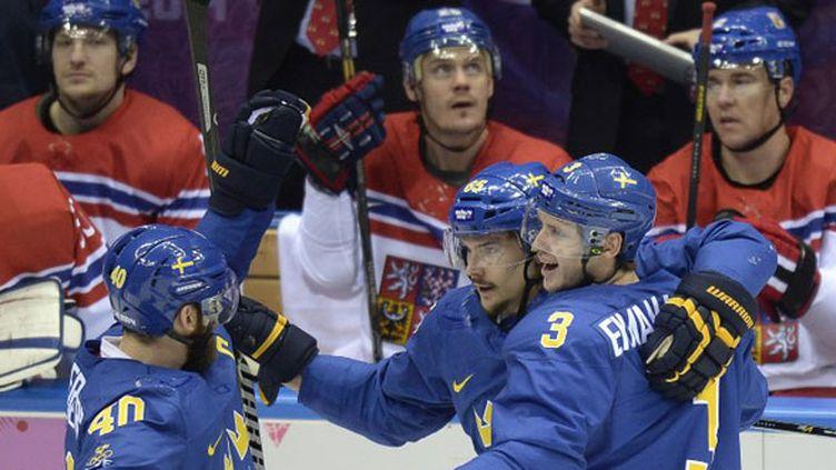 Erik Karlsson, Oliver Ekman Larsson et Henrik Zetterberg heureux