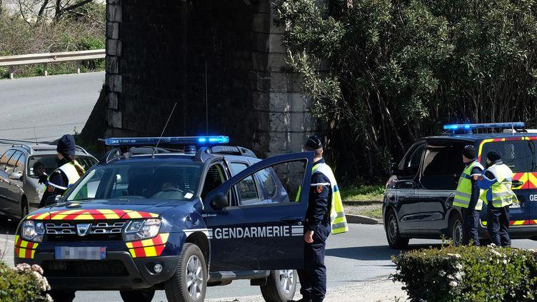 Des gendarmes déployés à Trèbes (Aude), le 23 mars 2018. (ERIC CABANIS / AFP)