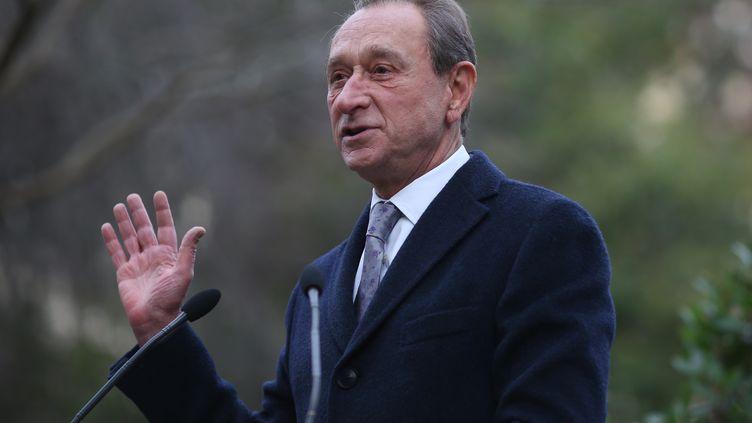 Le maire de Paris, Bertrand Delanoë, fait un discours à l'occasion de l'inauguration d'un square, le 17 janvier 2014, à Paris. (KENZO TRIBOUILLARD / AFP)
