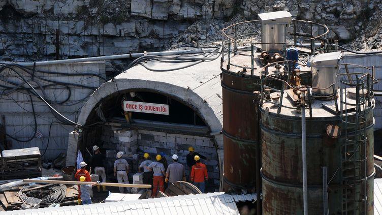 Des inspecteurs sur le lieu de la catastrophe minière de Soma, en Turquie, dimanche 18 mai 2014. (EGE GURUN / ANADOLU AGENCY / AFP)
