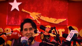 L'opposante birmanie Aung San Suu Kyi lors d'une conférence de presse à Rangoun, le 5 novembre 2015. (AFP)