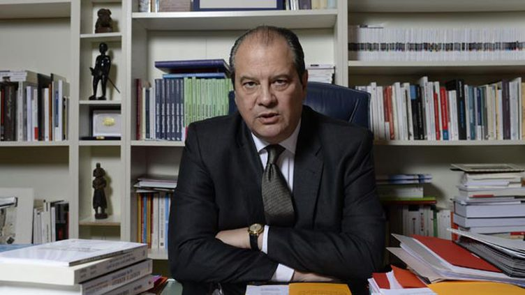 (Jean-Christophe Cambadélis dans son bureau du siège du PS © JEROME MARS/JDD/SIPA)