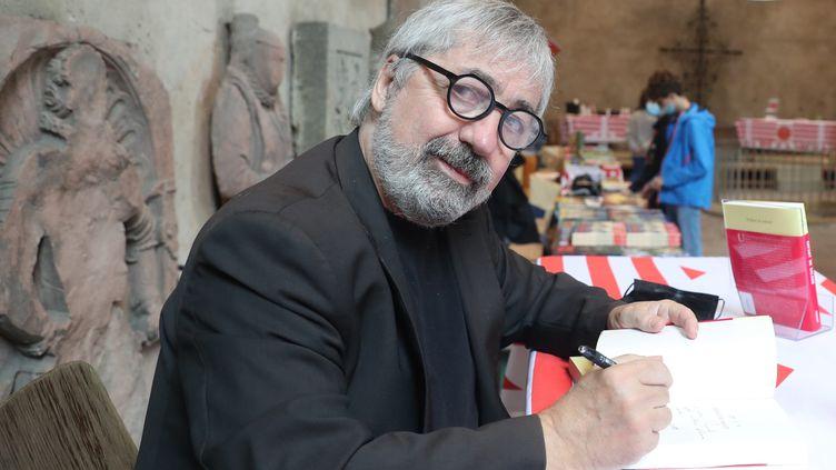 """Sorj Chalandon, dont le roman """"Enfant de salaud"""" (Grasset) figure dans la deuxième sélection du Goncourt (ici à Mulhouse, le 29 août 2021) (DAREK SZUSTER /PHOTOPQR / L'ALSACE / MAXPPP)"""