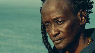 """Linguère Ramatou, incarnée par la comédienne Ami Diakhate, dans le film """"Hyènes"""" de Djibril Diop Mambéty. (JHR FILMS)"""