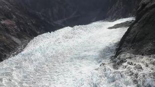 Le pays voit son glacier le plus célèbre perdre de son volume un peu plus chaque jour, avec un recul de 800 mètres en 10 ans.  (CAPTURE ECRAN FRANCE 2)