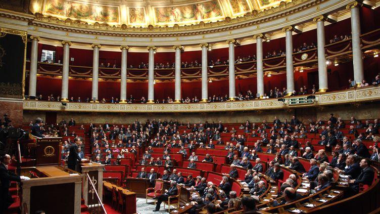 Les députés ont voté mercredi 23 octobre un taux unique à 15,5% pour les assurances vies, PEL et PEA. (ERIC FEFERBERG / AFP)