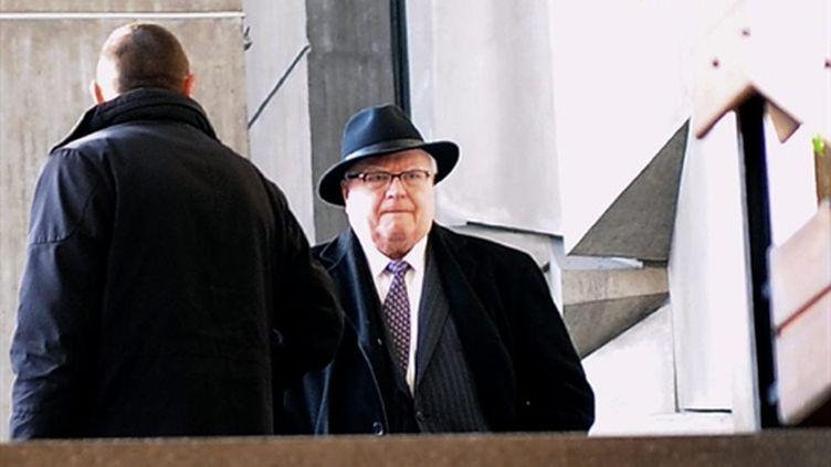 Pierre Mauroy le 3 décembre 2010 au tribunal correctionnel de Lille (AFP/ DENIS CHARLET)