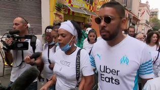 À Marseille (Bouches-du-Rhône), une marche blanche a été organisée dimanche 26 septembre en hommage à Rayanne. Cet adolescent de 14 ans avait été tué le 18 août dernier au cours d'une fusillade. C'est la plus jeune victime en France de cette guerre de la drogue. (FRANCE 3)