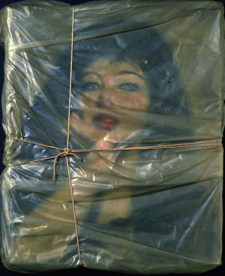 Portrait empaqueté de sa femme Jeanne-Claude (© Christo 1963 Photo © Christian Baur, Basel)