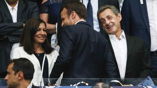 Nicolas Sarkozy au Stade de France, le 27 mai2017, aux côtés d'Anne Hidalgo. Au premier plan, Emmanuel Macron. (GEOFFROY VAN DER HASSELT / NURPHOTO / AFP)