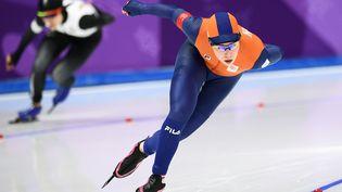 La Néerlandaise Antoinette de Jong lorsd'un 3000 mètres en patinage de vitesse aux Jeux olympiques d'hiver à Gangneung en Corée du Sud, le 10 février 2018. (RAMIL SITDIKOV / SPUTNIK / AFP)