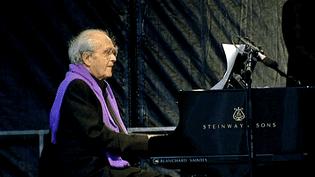 Le compositeur et musicien Michel Legrand en concert à Rochefort  (France 3/Culturebox / capture d'écran)