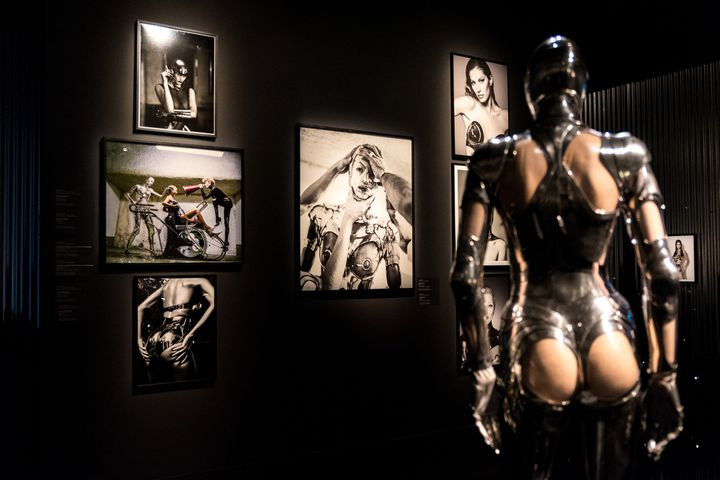 """Expo """"Thierry Mugler: Couturissime"""", en février 2019.  (MARTIN OUELLET-DIOTTE / MARTIN OUELLET-DIOTTE / AFP / AFP)"""