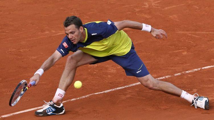 Paul-Henri Mathieu, lors de son match face à l'Espganol Granollers, le 2 juin 2012, au troisième tour de Roland-Garros. (PATRICK KOVARIK / AFP)