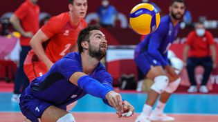 Les Bleus de Kévin Tillie n'ont rien pu faire face aux Etats-Unis pour leur premier match aux Jeux olympiques, samedi 24 juillet 2021. (YURI CORTEZ / AFP)