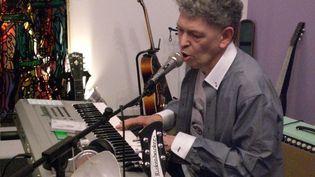 Robert Combas dans son atelier de création au sein du musée  (Stéphanie Loeb)
