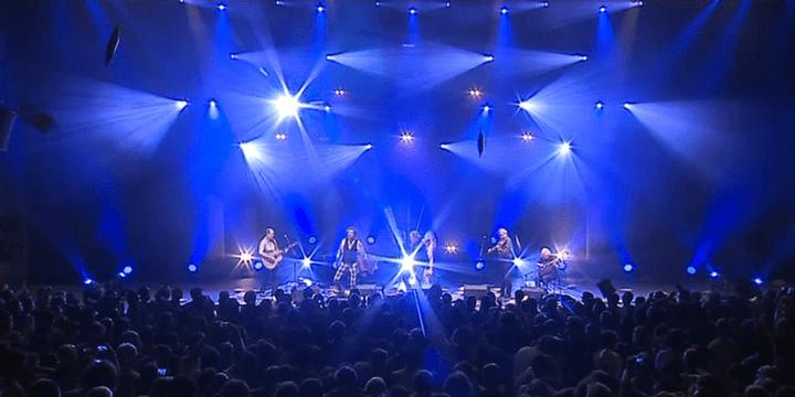 Lancer de coussins à la fin du concert  (France 3 / culturebox / capture d'écran)