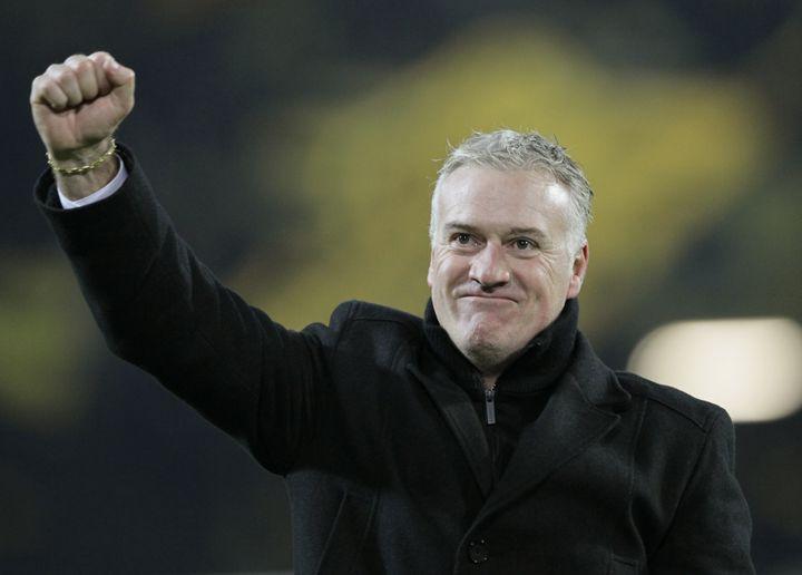 La joie de l'entraîneur de l'Olympique de Marseille Didier Deschamps, après la qualification de son club sur la pelouse de Dortmund, en Ligue des Champions, le 6 décembre 2011. (WOLFGANG RATTAY / REUTERS)