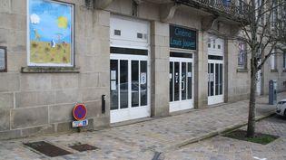 Façade du cinéma Louis Jouvet, à Uzerche (Corrèze) - Mars 2021. (XAVIER DUQUESNOY)