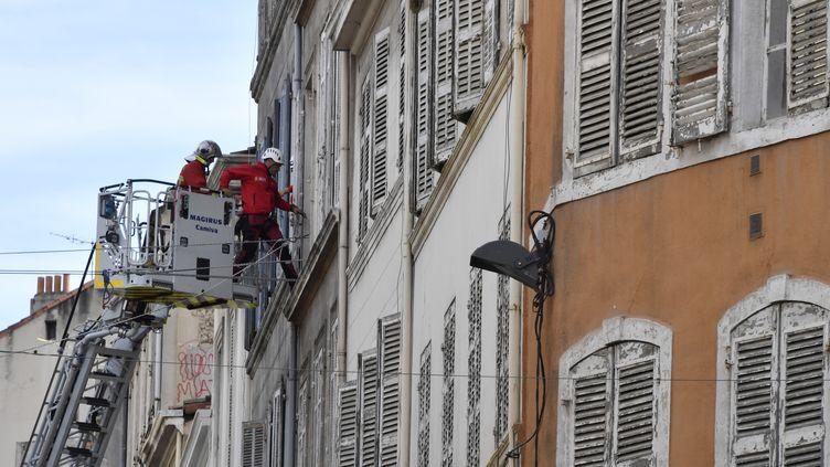 Deux immeubles se sont effondrés rue d'Aubagne, le 5 novembre 2018 à Marseille. (GERARD JULIEN / AFP)