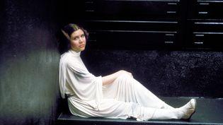 """La princesse Leia (Carrie Fisher) dans l'épisode IV de """"Star Wars"""", sorti en 1977. (KOBAL / AFP)"""