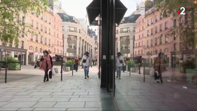 Déconfinement : une rue commerçante parisienne se prépare