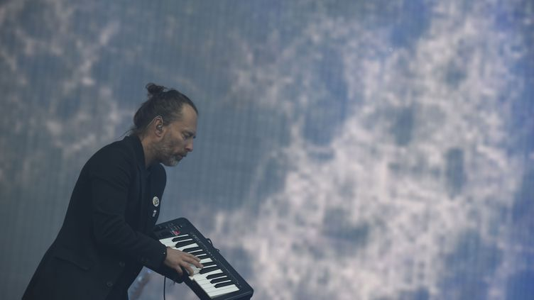 Thom Yorke sur scène avec Radiohead au festival On Glasgow Green à Glasgow (Ecosse) le 7 juillet 2017. (ANDY BUCHANAN / DIGITAL)