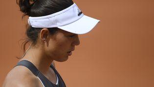 L'Espagnole Garbiñe Muguruza pendant un match contre la Française Kristina Mladenovic au tournoi de Roland-Garros, à Paris, le 4 juin 2017. (GABRIEL BOUYS / AFP)