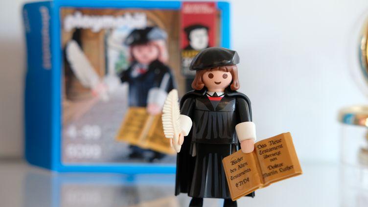 Pas d'images saintes ni d'objets sacrés dans le protestantisme. Mais la figurine de Martin Luther, lancée en 2015, serait la plus vendue de l'histoire de la marque Playmobil. (MAXPPP)