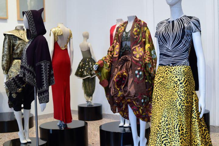 "Expo ""Italiana. L'Italie vue par la mode 1971-2001"" à Milan, février 2018  (MIGUEL MEDINA / AFP)"