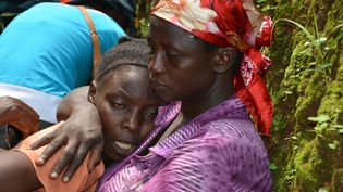 Une famille en deuil après l'assassinat d'un jeune opposant Burundais,Alexandre Mpawenimana, le 11 janvier 2016. (AFP)